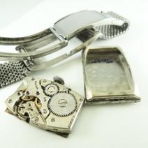 バルカンスモールセコンド手巻角形腕時計