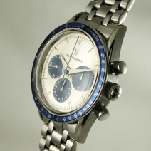 UNIVERSAL COMPAX 手巻腕時計