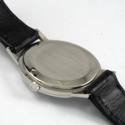 UNIVERSAL手巻腕時計