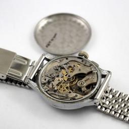 SWISS MADE クロノグラフ手巻き腕時計